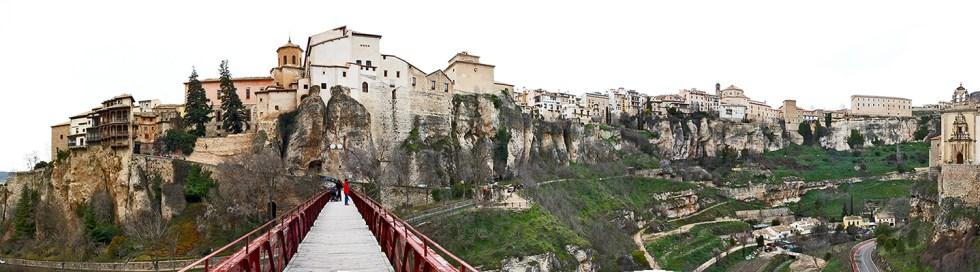 El puente de San Pablo nos abre la magnifica vista de la ciudad alta y los rios
