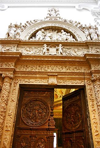 Entrada recargada barroco catedral Cuenca