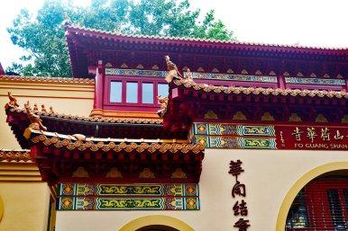 Fachada templo budista chino Fo Guang Shan Zeedijk Amsterdam