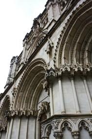 Encaramada escalinata en la Catedral conquense