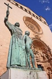 Escultura religiosa entrada fachada barroca Convento San Francisco Mallorca
