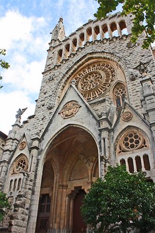Fachada modernista iglesia Sóller Mallorca