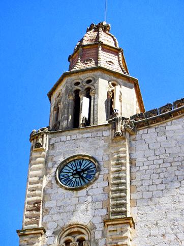 Torre reloj decoración neogótica Iglesia San Juan Bautista Calvià