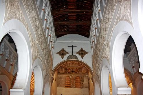 Celosías arcos decoración interior simetría Sinagoga Tránsito Toledo