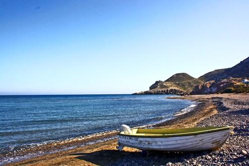 Barca varada orilla Playa de Las Negras Cabo de Gata Almería
