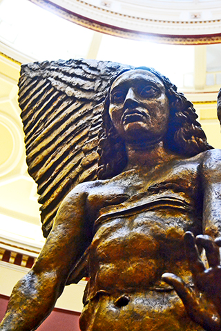 Estatua ángel City Museum and Art Gallery Birmingham