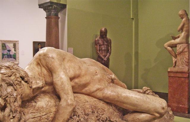 Escultura tumbada Museo Bellas Artes Córdoba