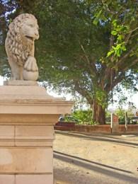 Escultura león entrada Parque Canalejas centro Alicante