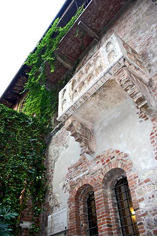 Contrapicado balcón Casa natal Julieta Verona