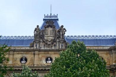 Escudo heráldico esculturas Diputación Foral Guipozkoa San Sebastián