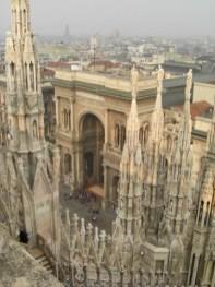 Vistas tejado Duomo pináculos Galleria Vittorio Emanuele II Milán