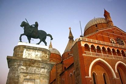 Escultura caballo Basílica Sant Antonio Padua Italia