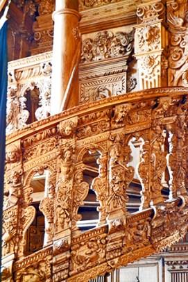 Gottliche Treppe in das Rathaus