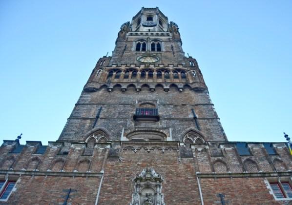 Torre reloj campanario perspectiva Brujas