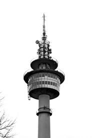 Torre comunicaciones vigilancia Bremerhaven Alemania blanco y negro