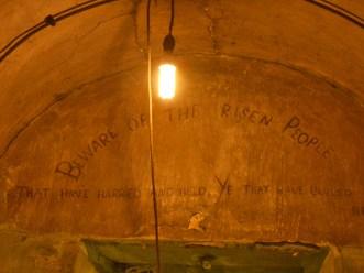 Beware of the risen people letras escritas celda prisión Kilmainham Gaol Dublín