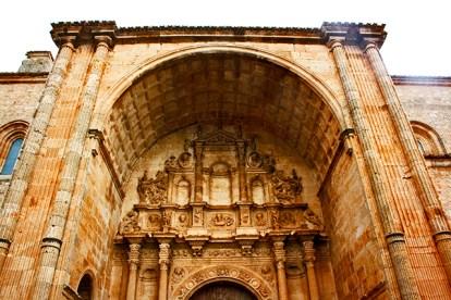 Fachada portada plateresca Iglesia Santa María Alarcón Cuenca