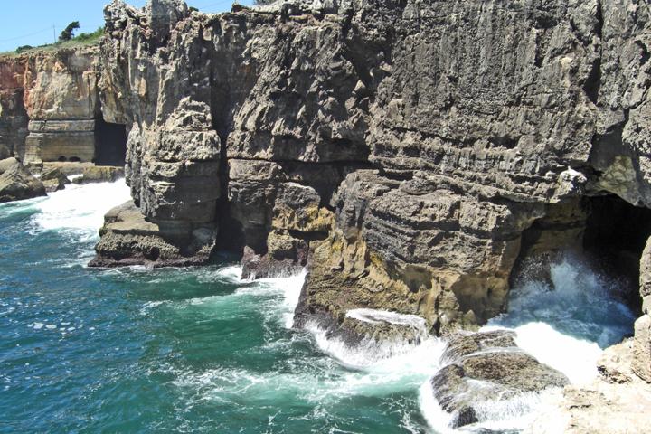 Olas y rocas Boca do Inferno costa de Cascais Portugal