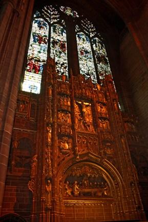 Altar y vidrieras interior Catedral Liverpool