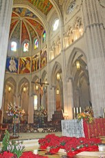 Interior altar mayor Catedral Almudena Madrid