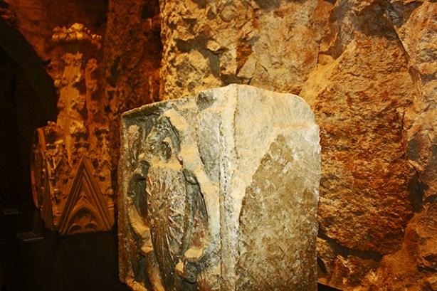 Piedra escudo grabado piedra fortaleza castillo Morella