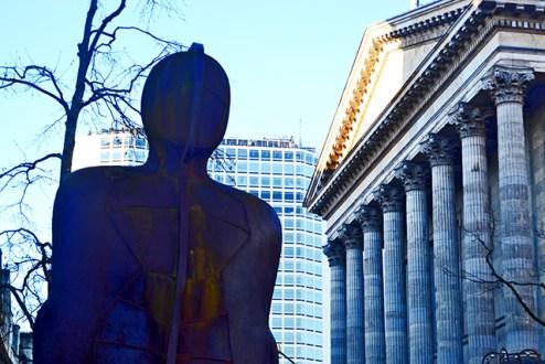 Estatua hombre acero Victoria Square Birmingham