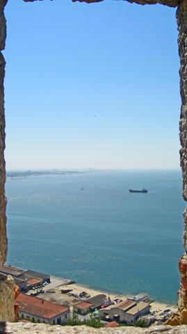 Vistas barco ventana Castillo de Sao Felipe Setúbal