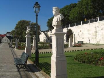 Bustos y esculturas jardín Mirador de San Pedro de Alcántara Lisboa