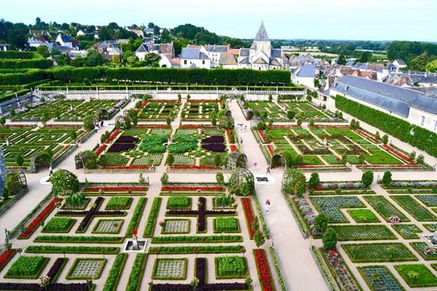 Vistas jardines geométricos color y cultivos Castillo de Villandry