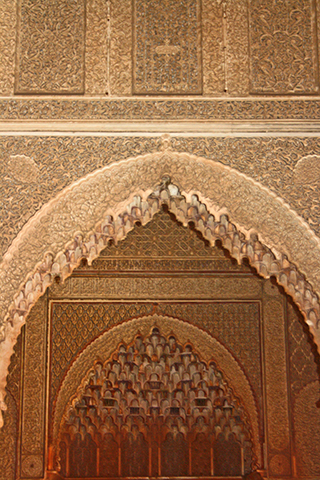 Puerta entrada decoración celosía filigrana árabe Madrasa Ben Youssef Marrakech