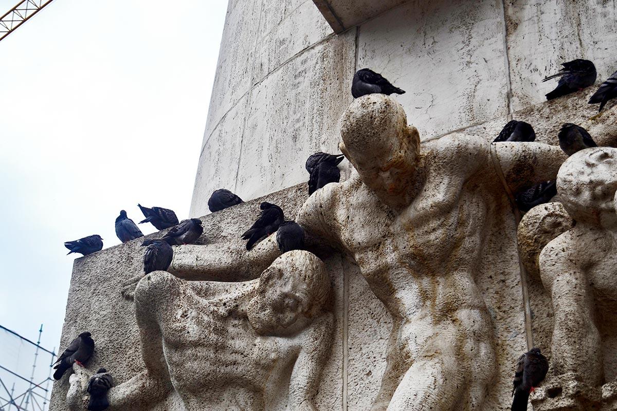 Palomas negras esculturas monumento caídos II Guerra Mundial Plaza Dam