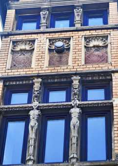 Fachada figuras Art Nouveau motivos decoración modernismo calles Oldenburg Alemania