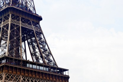 Vista detalle hierros pilares Torre Eiffel París