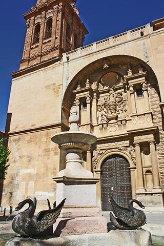 Fuente patos fachada iglesia Asunción Almansa