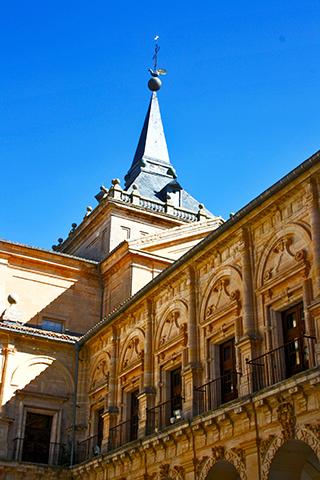 Torre patio interior claustro herreriano Monasterio Uclés Cuenca
