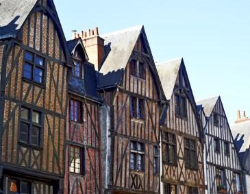 Fachadas casas medievales tradicionales Plaza Plumerau centro histórico Tours