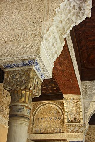 Celosías policromía interior morisca salas Alhambra Granada