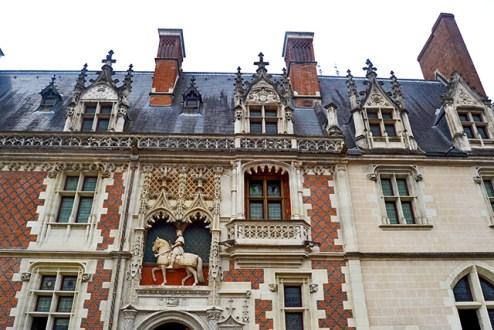 Fachada renacentista decoración esculturas Luis XI castillo Blois