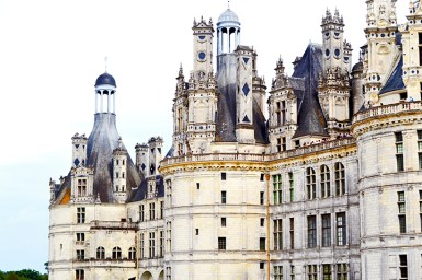 Vistas fachada trasera torres ventanas pináculos piedras castillo Chambord
