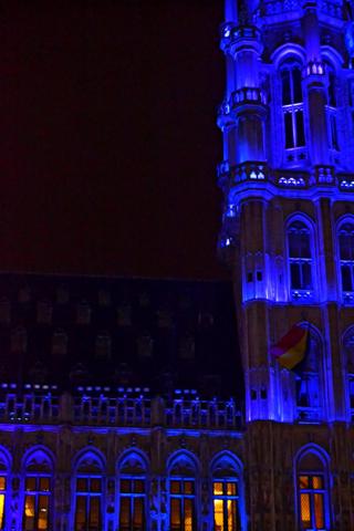 Iluminación torre ayuntamiento Grand Place Bruselas Navidad