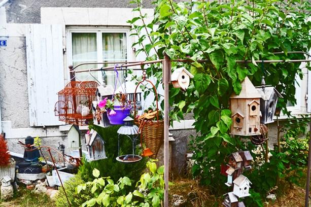 Decoración jardín exterior jaulas pájaros casa cercana Azay Le Rideau