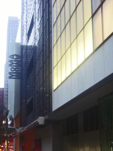 Fachada lateral MOMA Museo de Arte Moderno Nueva York