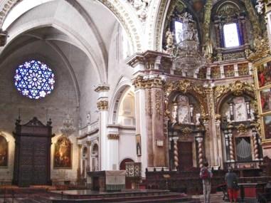 Majestuosa mirada al Altar Major i al Baptisteri Catedralici
