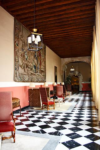Salón interior Convento de San Pablo Parador Nacional Cuenca