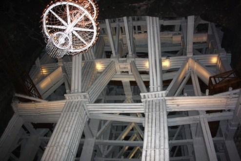 Estructura interior andamios lámpara Minas sal Wieliczka Cracovia