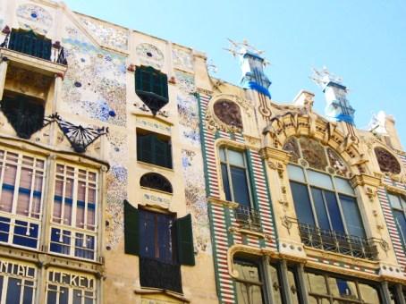 Decoración modernista fachada Art decó Ca Rei plaza Marqués Palmer Mallorca