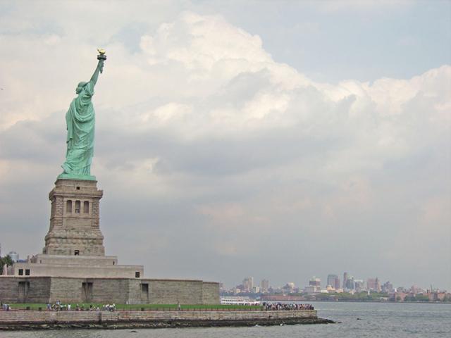 Vistas skyline Manhattan Estatua de la libertad Nieva York