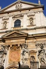 Esculturas fachada barroca iglesia San Pedro Cracovia