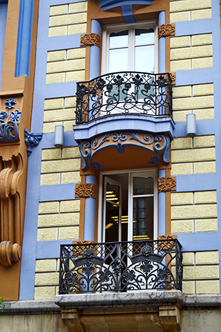 Fachada ventanas balcones modernismo Bilbao