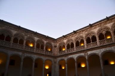 Claustro patio hispanoflamenco patio Colegio San Gregorio Valladolid noche
